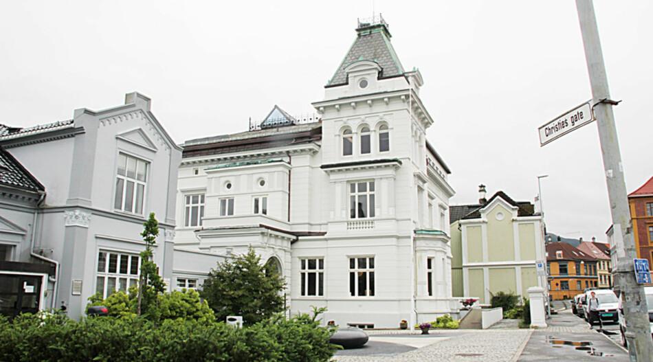 Universitetet i Bergen har anmeldt en tidligere professor for grovt bedrageri. Arkivfoto av Muséplass 1, hvor ledelsen ved Universitetet i Bergen holder til. Foto: Hilde Kristin Strand