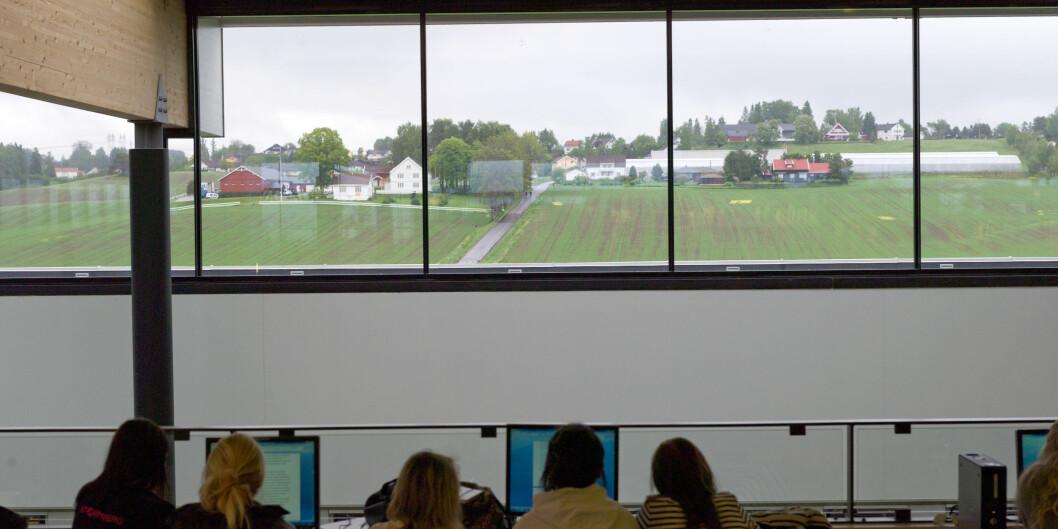 Styret ved Høgskolen i Oslo og Akershus ønsker å flytte campusen fra jordene på Kjeller og til Lillestrøm sentrum. I den forbindelse foreslås store endringer i hvilke utdanninger som skal ligge på Lillestrøm. Foto:HiOA