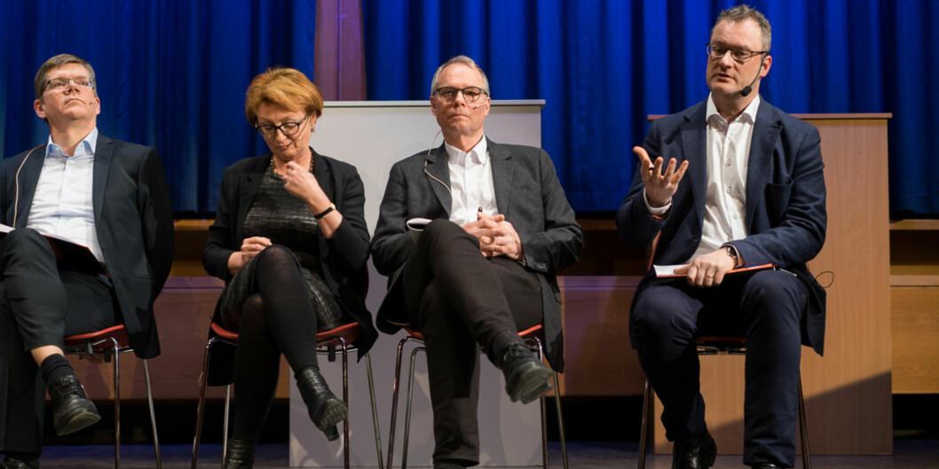 Hans Petter Graver (nummer to fra høyre) vil bli rektor ved Universitetet i Oslo. Bildet er fra en debatt mellom kandidatene. Fra venstre motkandidat Svein Stølen, prorektorkandidat Inger Sandlie og viserektorkandidat Jan Frich. Foto: Ketil Blom Haugstulen