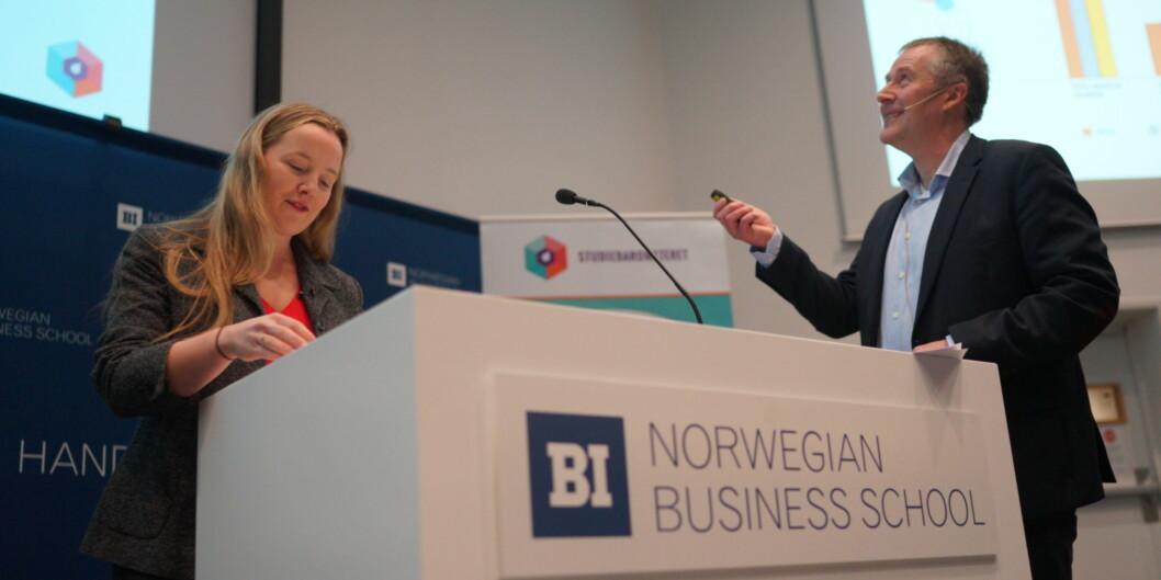 "<span class=""caps"">NSO</span>-leder Marianne Andenæs presenterer Studiebarometeret sammen med <span class=""caps"">NOKUT</span>s representant, Ole-Jacob Skodvin. Foto: KetilBlom"
