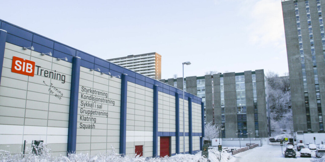 Fantoft studentby om vinteren med snø. Studentsamskipnaden i Bergen (SiB) driv mellom anna treningssenter her.  Foto: Dag Hellesund