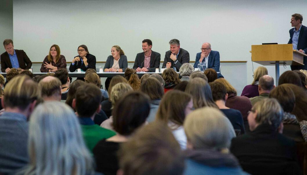 Paneldebatt om kvalitet: f.v. Curt Rice, HiOA, Agnete Wabø, Nifu/HiOA, Ragnhild Hennum, UiO, Marianne Andenæs, NSO, Terje Mørland, NOKUT, Bjørn Haugstad, Kunnskapsdepartementet og Peter Maassen, UiO. Debattleder Sveinung Skule, NIFU.