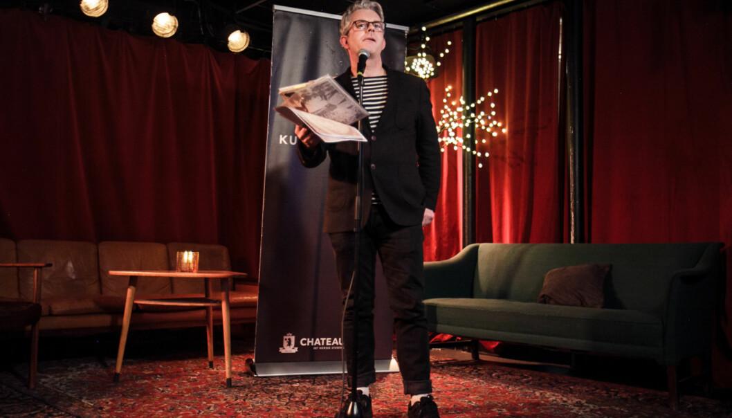 Forfatter og komiker Knut Nærum er rask med å påpeke at mange av hans barneverk er kulturjournalistikk. Blant dem er en meget kuriøskakeoppskrift. Foto: Khrono