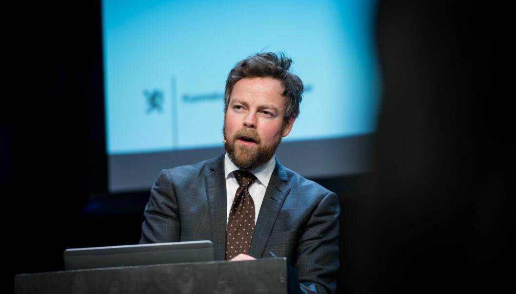 Kunnskapsminister Torbjørn Røe Isaksen på talerstolen på Kontaktkonferansen. Foto: Skjalg Bøhmer Vold