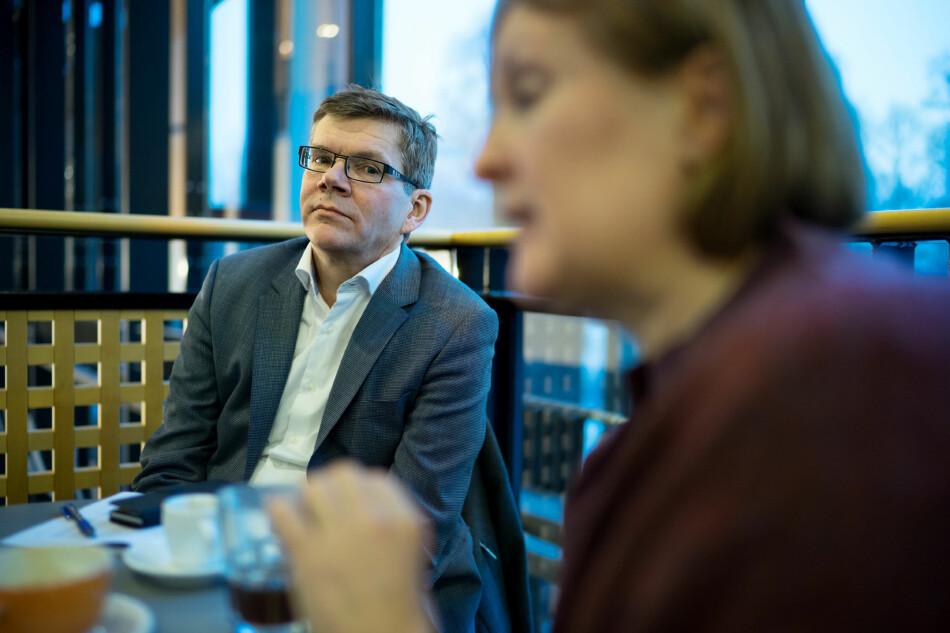 Det er vanskelig å se noen forslag i universitetsledelsens nylig lanserte høringsutkast til «Strategi 2030» som kan bidra til å forhindre at UiOs faglige aktivitet i for stor grad bestemmes av tilgang på eksterne midler, skriver innleggsforfatter. Avbildet er UiO-rektor Svein Stølen. Foto: Ketil Blom Haugstulen