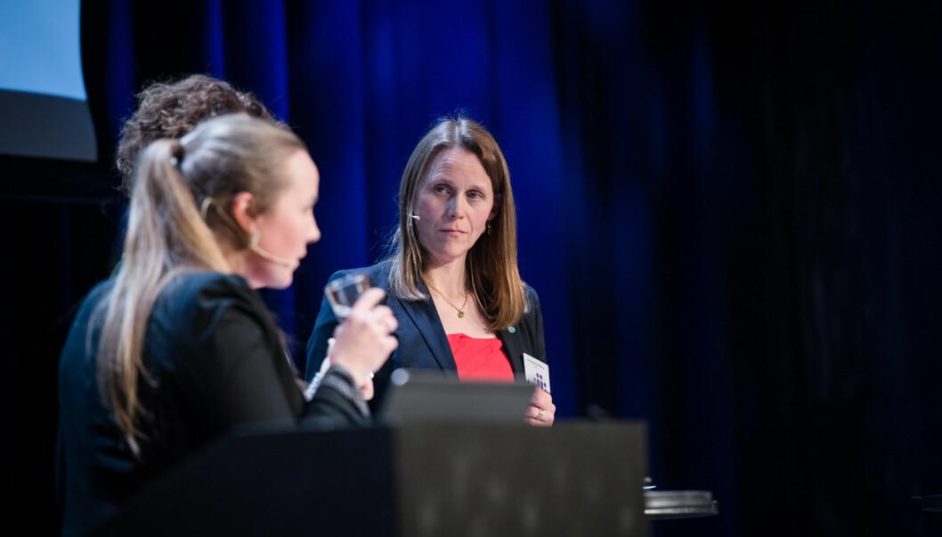 Tekna-leder, Lise Lyngsnes Randeberg, i panel under Kunnskapsdepartementets kontaktkonferanse. Hennes nyutdannede medlemmer melder om høyarbeidsledighet. Foto: Skjalg Bøhmer Vold