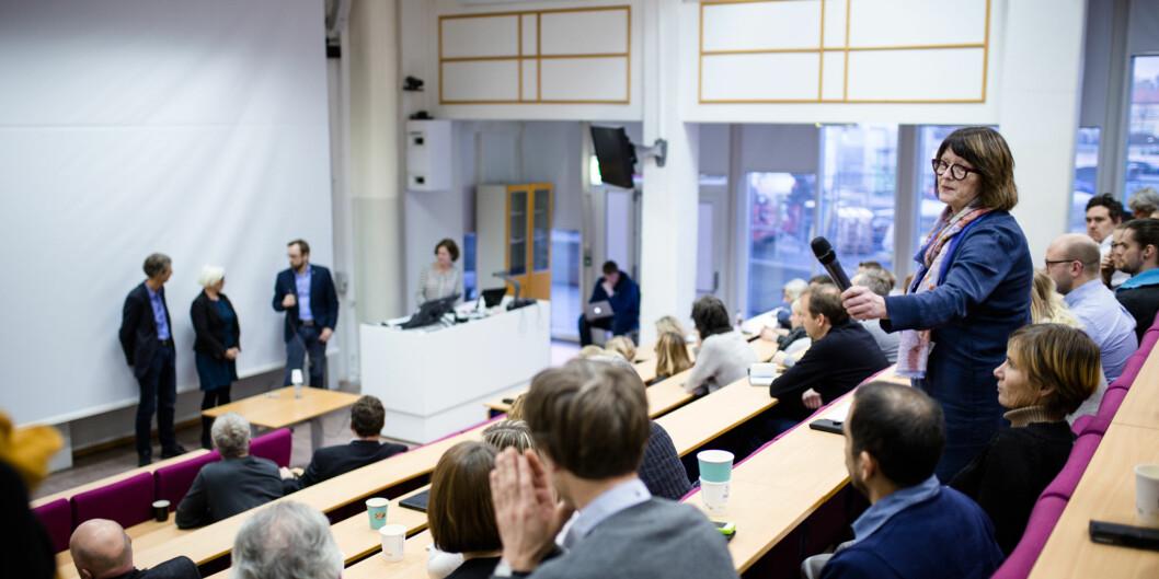 Hans Blom, Harald Holone og Unni Hagen stiller som kandidater i rektorvalget ved Høgskolen i Østfold, og fikk mange spørsmål fra salen under torsdagens åpnevalgmøte. Foto: Henriette Dæhli