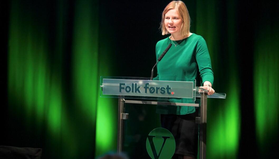 Guri Melby på talerstolen under Venstres landsmøte i fjor. Melby forteller til Khrono at Venstre ønsker å fjerne alderspoengene man får etter fylte 20 år når man skal søke på utdanning. Foto: Jo Straube /Venstre