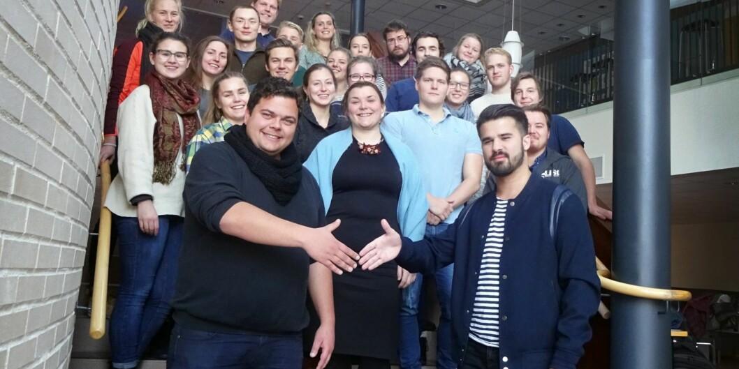 Henrik Wangberg, leder for LiSt, og Oliver Korssjøen, leder for StorHK, sammen med representanter fra demokrati og studentsamfunn under et fusjonsseminar ihøst.