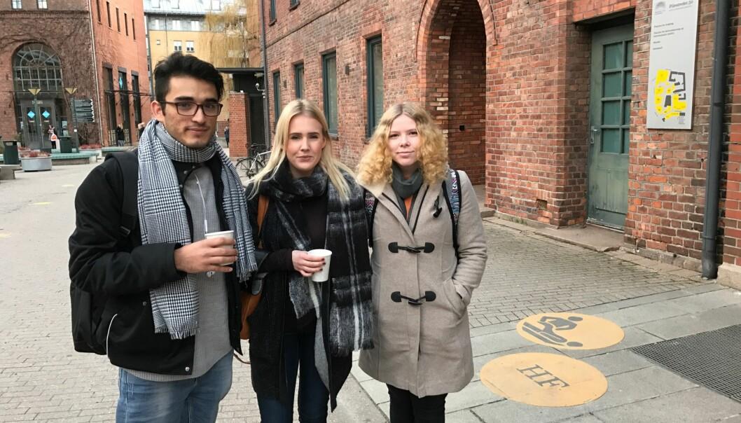 Osman Safai, Amalie Stavem og Julie Fosskaug er blant de studentene i radiografi på Høgskolen i Oslo og Akershus som gjorde det bra på eksamen i anatomi og fysiologi sist høst. Foto: EvaTønnessen
