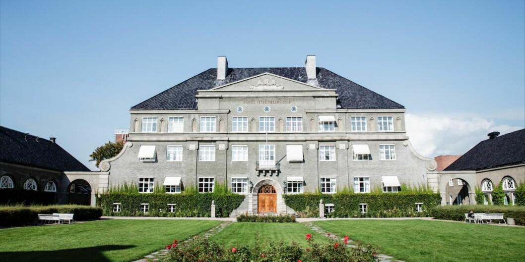 """Hovedbygningen på Adamstuen, tidligere Veterinærhøgskolen og nå en del av <span class=""""caps"""">NMBU</span>. Kan hende kan den bli Campus Adamstuen for HiOA? Foto: GisleBjørneby"""