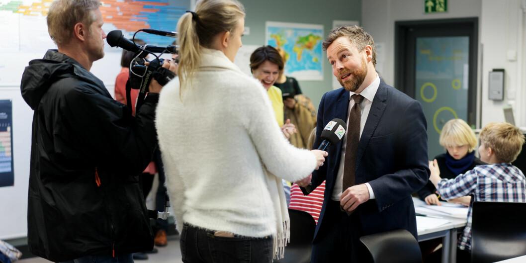 Torbjørn Røe Isaksen skal tirsdag og onsdag på en miniturné i Nord-Norge og blant annet snakke opp læreryrket for søkeklareskoleelever.
