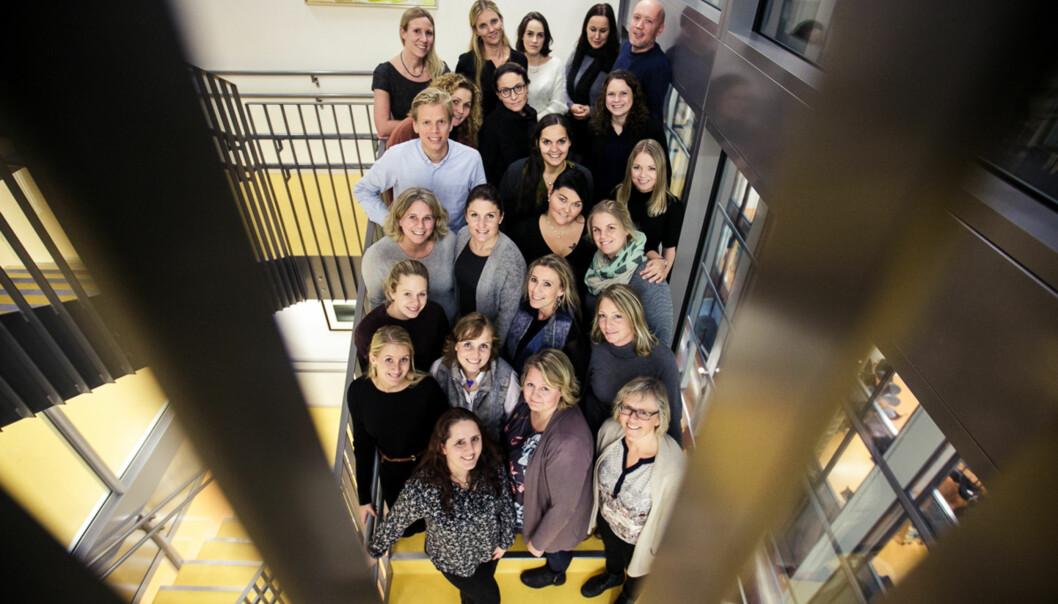 23 av 36 spesialsykepleiere samlet på Høgskolen i Oslo og Akershus for å feire at masteroppgaven nå erlevert. Foto: Nicklas Knudsen