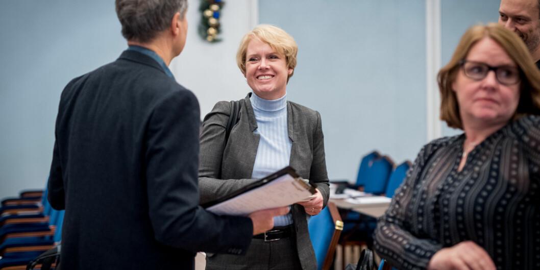 Marianne Aasen (Ap) på Forskningspolitisk seminar i prat med ordstyrer Aslak Bonde. Foto: Skjalg Bøhmer Vold