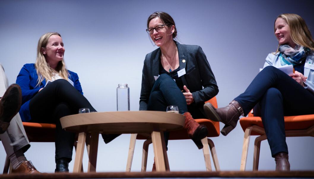 Studentleder Marianne Andenæs, Vigdis Vandvik fra bioCEED og rektor på NMBU, Mari Sundli Tveit var tre av fem i en av flere paneldebatter om kvalitet på NOKUT-konferansen 2.november. Foto: Henriette Dæhli