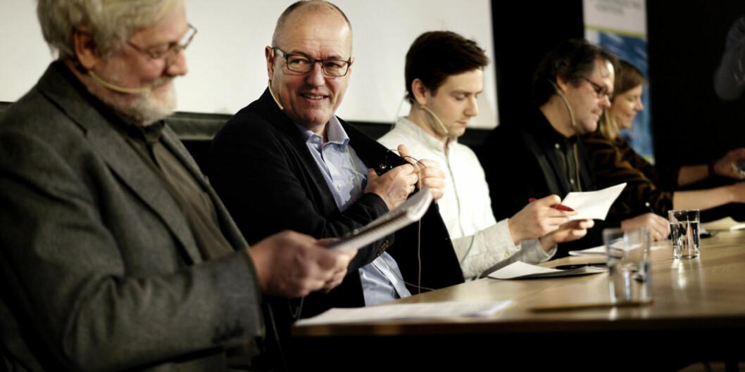 """Førsteamanuensis Lars Gule (t.v.) og rektor på <span class=""""caps"""">NTNU</span>, Gunnar Bovim (t.h.) i panelet i dbeatt om forskningsetikk og samarbeid med Israel. Foto: KetilBlom"""