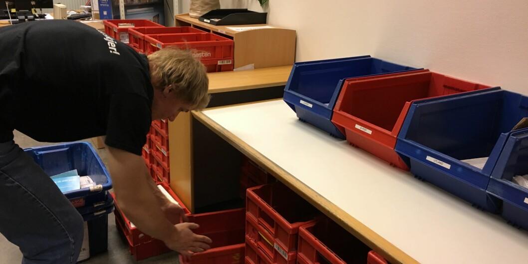 Postrommet ved Høgskolen i Oslo og Akershus er fortsatt i drift. Alt kan ikke sendes digitalt, for eksempel bøker og andre pakker. Foto: ØysteinFimland