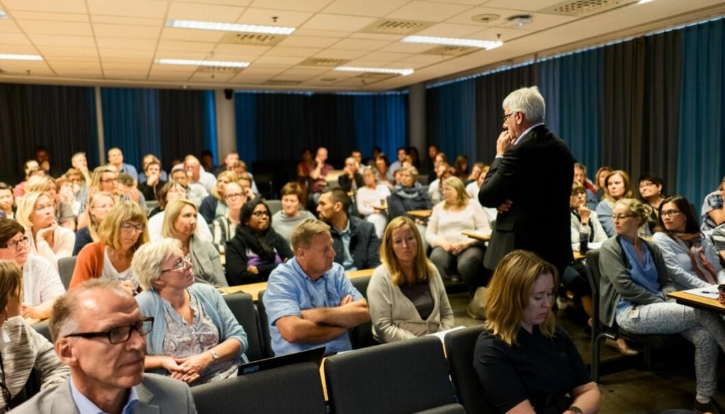 Fungerende direktør for organisasjon og virksomhertsstyring, Tore Hansen, presenterte Rambøll-rapporten for et noe skeptisk allmøte i august. Foto: KetilBlom