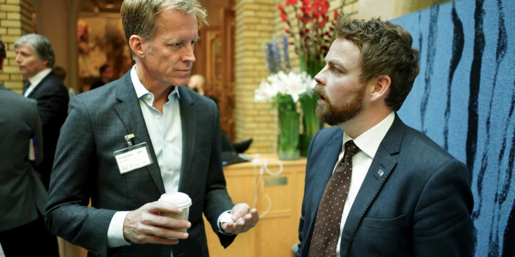 Rektor på Høgskolen i Oslo og Akershus, Curt Rice, diskuterer konsekvenser av statsbudsjettet med kunnskapsminister Torbjørn Røe Isaksen. Foto: KetilBlom