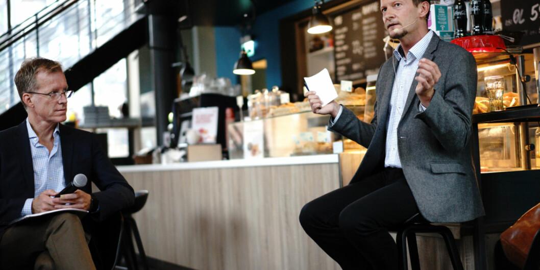 """<span class=""""caps"""">NOKUT</span>-direktør Terje Mørland (t.h.) var på Høgskolen i Oslo og Akershus tirsdag for å snakke om kravene i den nye studietilsynsforskriten, som er på høring. Rektor Curt Rice (t.v.)lyttet."""