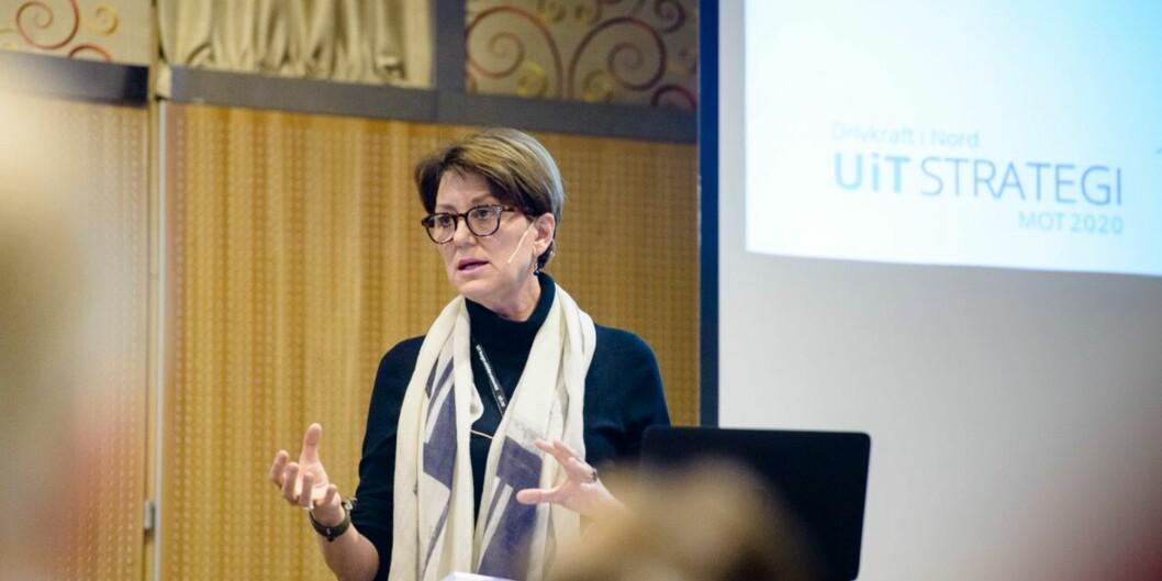 90 prosent av de potensielle lærerstudentene ved Universitetet i Tromsø fikk ikke bestått på sommerens eksamen. Prorektor Wenche Jakobsen mener de ikke var modne nok for nettbasert kurs. (Foto: Lars Åke Andersen,UiT)