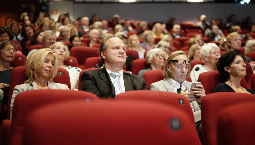 Rektor Frank Reichert ved Universitetet i Agder var medarrangør av debatten i Arendal kino onsdag. Her sammen med de to prorektorene ved Høgskolen i Oslo og Akershus, Nina Waaler (t.v.) og MortenIrgens.