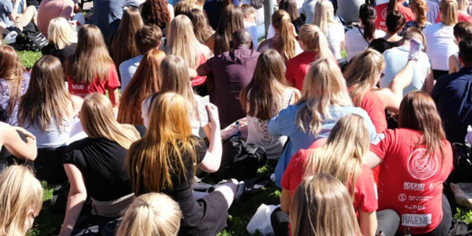 Illustrasjonsfoto av studenter fra HiOAs åpningsseremoni i 2015. (Khrono presiserer at det ikke er offentlig kjent hvilke universiteter studenter som er tilknyttet hvitvaskingen går på). Foto: Skjalg Bøhmer Vold.