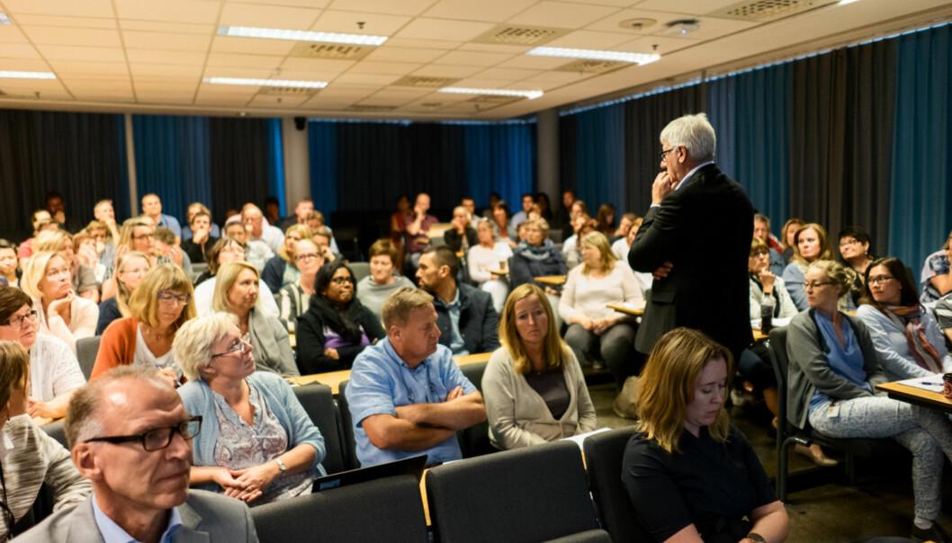 Fungerende direktør for organisasjon og virksomhetsstyring, Tore Hansen, møtte litt skeptiske og endringstrøtte medarbeidere da han presenterte Rambøll-rapporten om effektivisering av administrasjonen mandag 15.august.