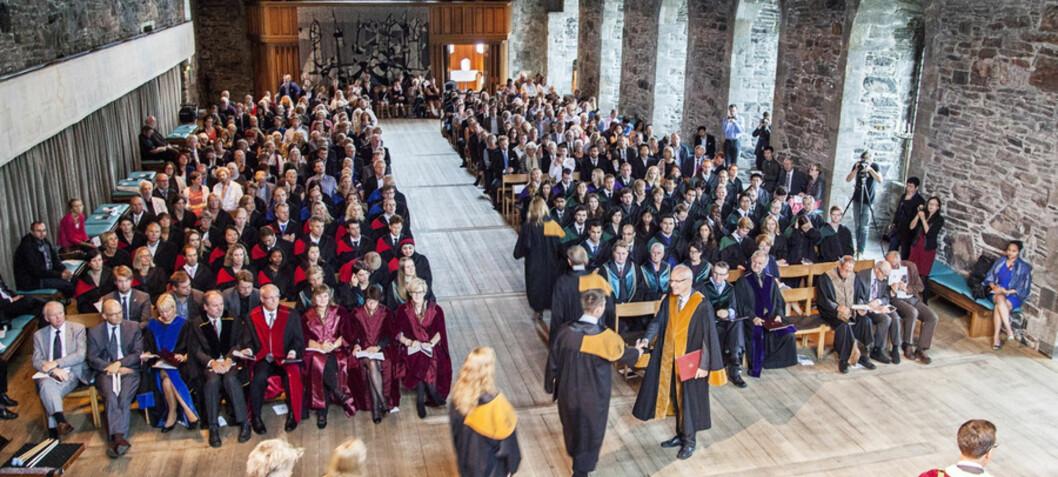 Færre doktorgrader våren 2016