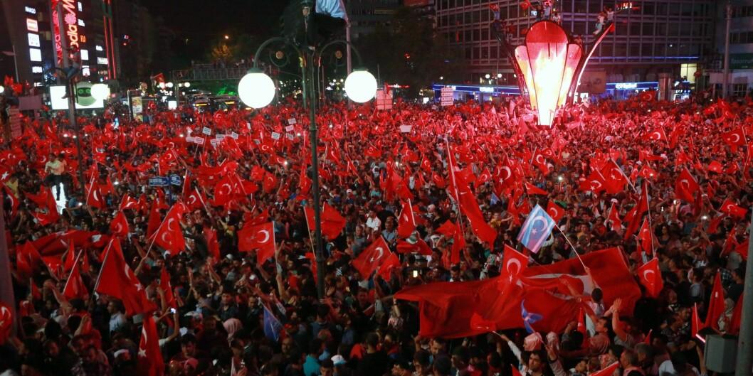 Den tidligere HiOA-studenten Ismail Y. Özkan forteller om økt og flittig flaggbruk i Tyrkia etter at kuppforsøket ble slåtttilbake. Foto: ADEM ALTAN