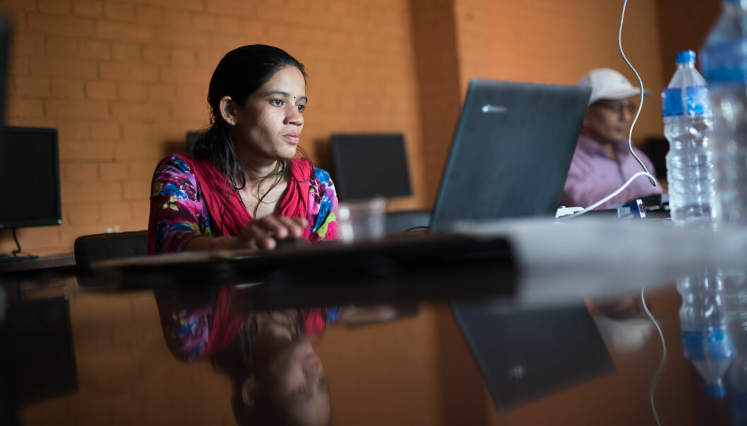 Saru Bhatta vil veldig gjerne ta master, men hun har ikke pc eller nett hjemme, og måtte gi opp forsøket - ihvertfall inntilvidere. Foto: Skjalg Bøhmer Vold