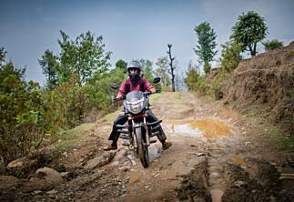 På motorsykkel for å finne nett