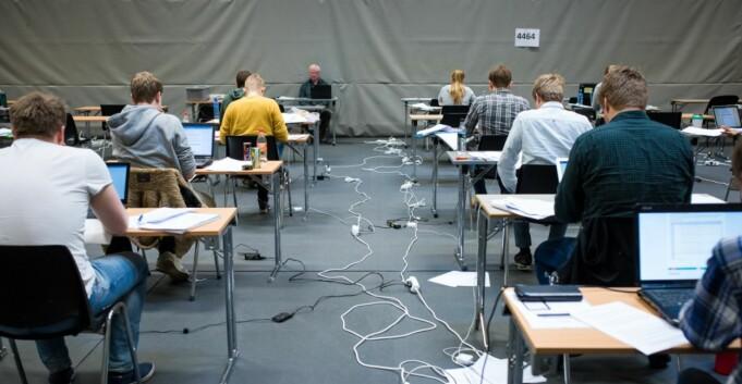 72 studenter må ta eksamen på nytt etter tabbe