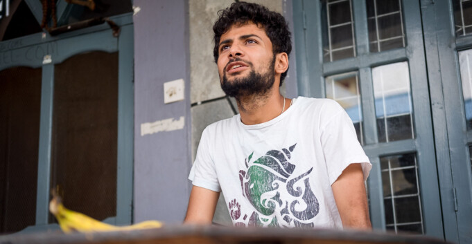 Problemer står i kø for nepalsk student på vei til studier i Norge
