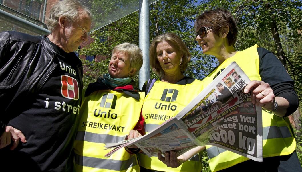 Her er Anders Folkestad, den gong leiar i Unio, på besøk hos streikande tilsette ved Høgskolen i Oslo og Akershus under streiken 2012. Den varte i toveker. Foto: Lynau, Jan Petter