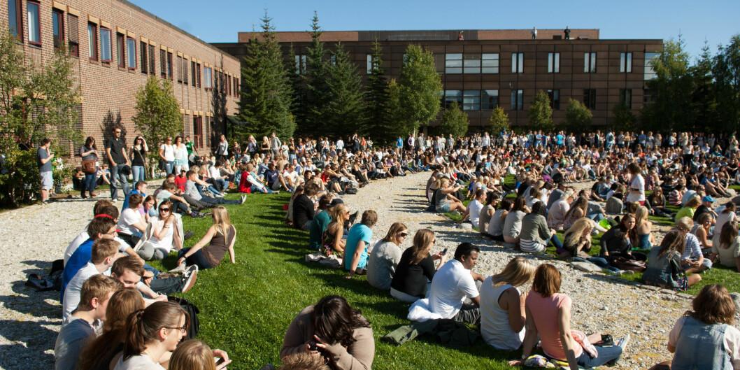 """Nestleder for Studentparlamentet i Tromsø, Emil Ellefsen, sier <span class=""""caps"""">NSO</span> kommuniserer for dårlig, og gir universitetet i Tromsø for fåresultater. Foto: Torbein Kvil Gamst"""