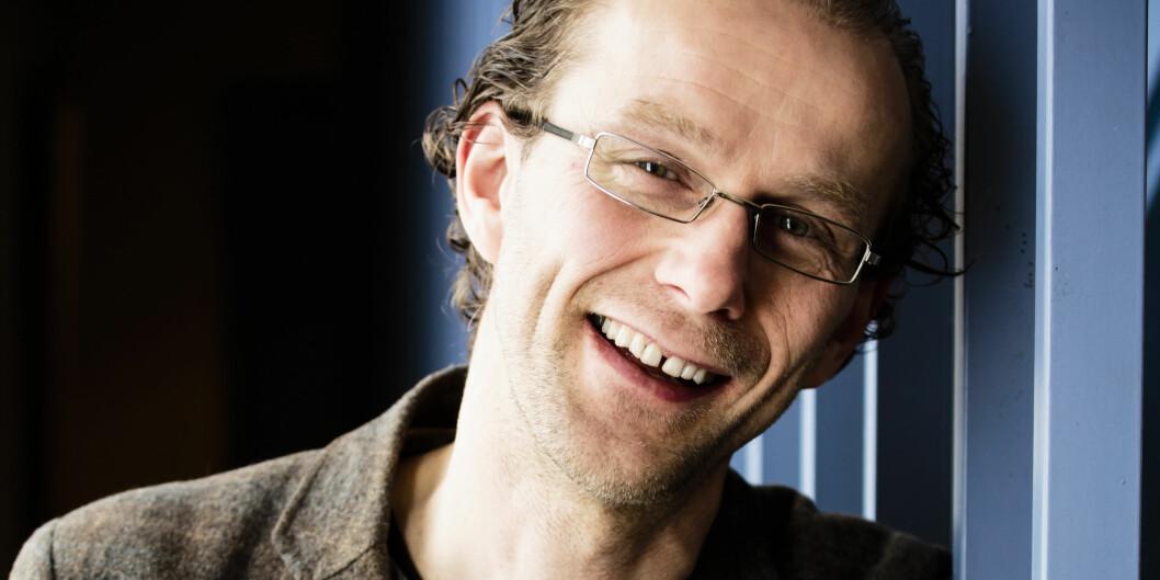 Birger Svihus, professor ved UMB. Fotografert ved hovedtrappa i Husdyrfagbygningen. Foto: Gisle Bjørneby
