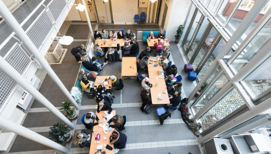 Kunst- og designhøgskolen i Bergen anbefaler at skolen blir en del av Universitetet i Bergen. Men KHIB-styret setter en rekke vilkår for virksomhetsoverdragelsen. Foto: TorFarstad Foto: Tor Farstad