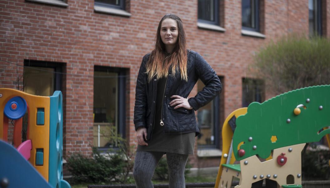 Emmy Thisner, som studerer ved Høgskolen i Oslo og Akershus for å bli barnehagelærer, sier atdet virker som flerebegynner å studere bare fordi de ikke vet hva de ellers skalgjøre. Foto: Nicklas Knudsen