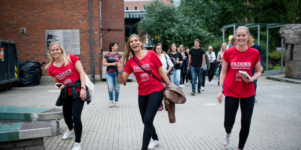 Kvinnedominansen er stor ved flere studier ved Høgskolen i Oslo og Akershus. 15 studier har mer enn 80 prosent kvinnelige søkere, blant annetsykepleie. Foto: Skjalg Bøhmer Vold