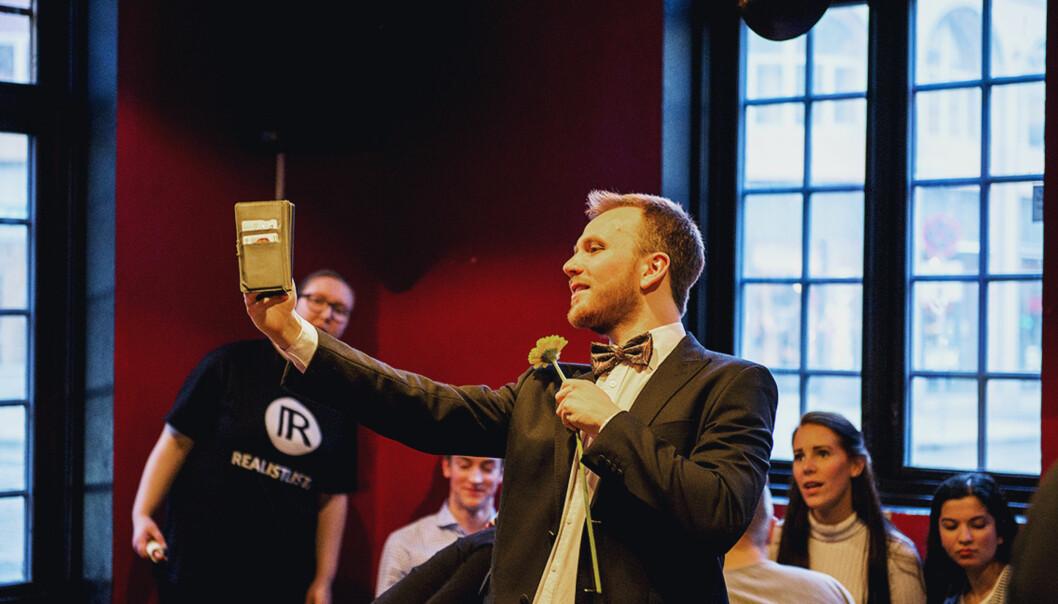 Roymond Olsen, er leiar  for Realistlista ved Universitetet i Bergen, og veldig nøgd med 16 prosent av stemmene. Foto: Toril Apelthun,Studvest Foto: Toril Apelthun