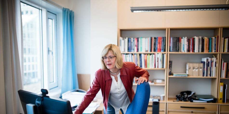 Dekan på fakultet for Samfunsvitenskap, Ann-Helén Bay, skriver om en ny måte å organisere fagansatte på, som prøves ut ved OsloMet. Foto: Skjalg Bøhmer Vold