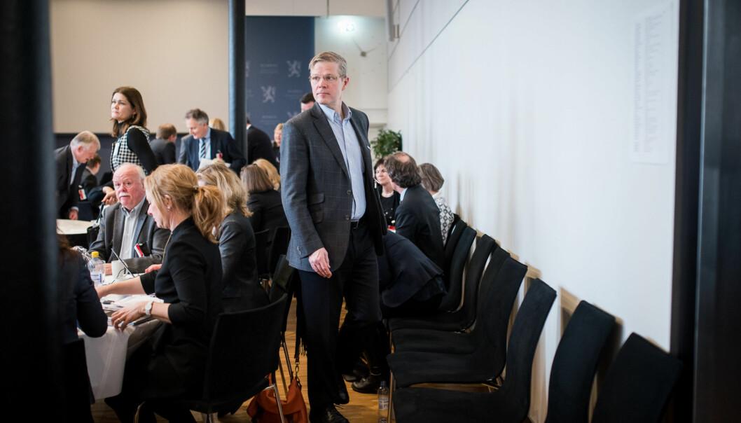 Det skal mye til at utdanningsdirektør Petter Skarheim ikke får jobben som ny departementsråd i Kunnskapsdepartementet. Det er 24 år siden stillingen sist var lyst ut. Her er Skarheim på toppmøte om forskning på statsministerens kontor tidligere iår. Foto: Skjalg Bøhmer Vold