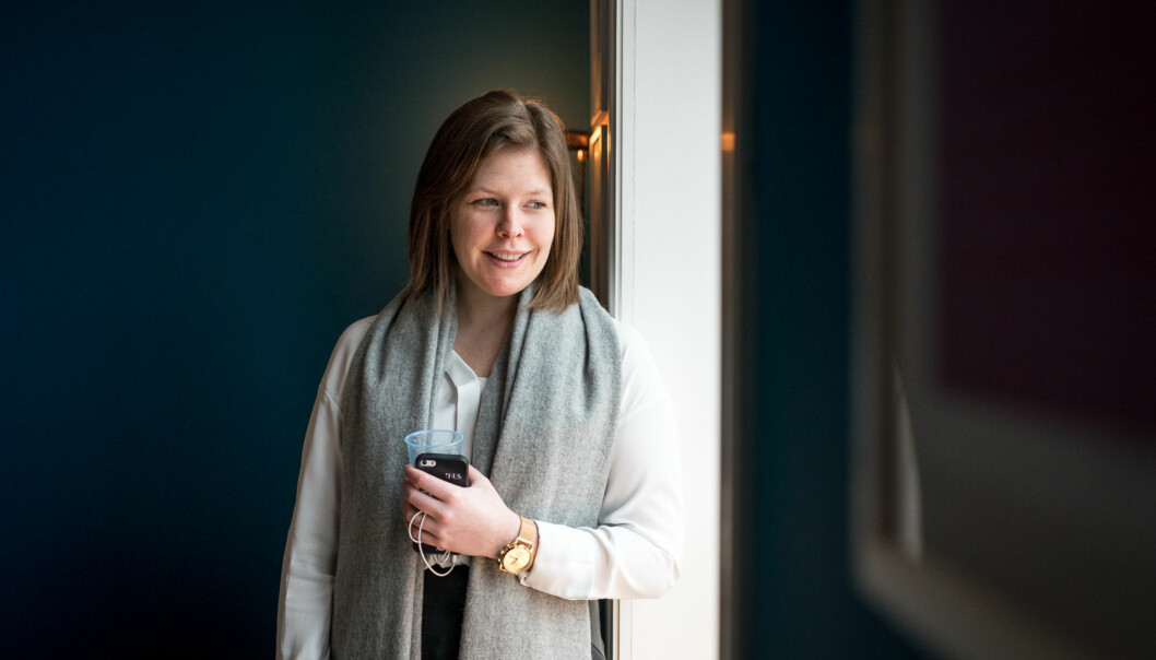 Katrine Solvåg jobber fulltid ved et eiendomsmeglerkontor på Grünerløkka, samtidig som hun studerer eiendomsmegling på fulltid ved Høgskulen i Sogn og Fjordane. Hun har akkurat kjøpt sin førstebolig. Foto: Skjalg Bøhmer Vold