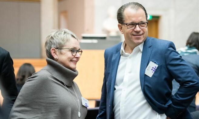 Styreleder ved Nord unviersitet, Vigdis Moe Skarstein og rektor Bjørn Olsen. Foto: Skjalg Bøhmer Vold