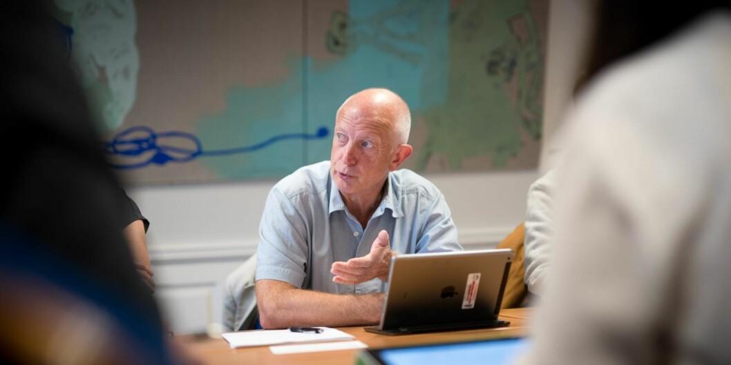 Mange spørsmål fra professor Anton Havnes på dagens styremøte på Høgskolen i Oslo og Akershus (HiOA). Saken handler om digitalisering på HiOA: Hvor er beslutningsgrunnlaget for dette prosjektet og for at det utlyses internt heller enn eksternt? Hva har skjedd etterpå når man så ikke tilsetter noen? Hvem har vært beslutningsaktører her? Og hvem har bestemt at CapGemini skal inn somprosjektleder?