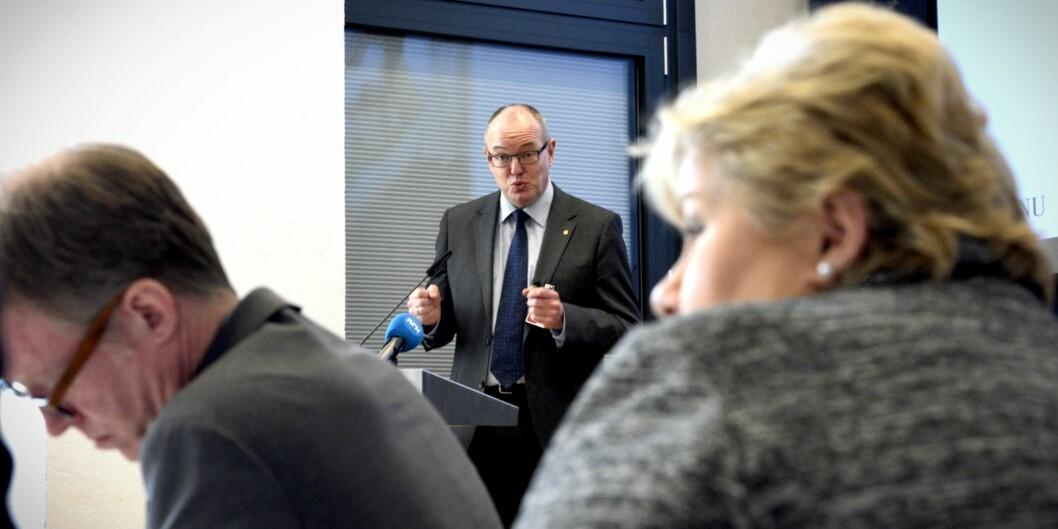 """Rektor Gunnar Bovim ved <span class=""""caps"""">NTNU</span> sto på talerstolen på toppmøtet hos statsminister Erna Solberg i dag. Temaet var hvordan forskning og kunnskap kan fornye offentligsektor. Foto:"""