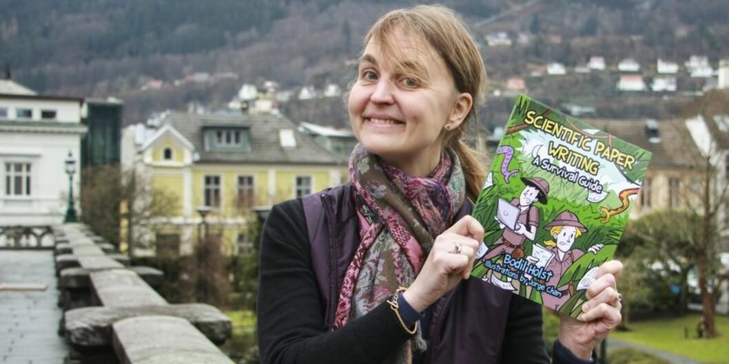 Bodil Holst ville skrive en morsom bok om publisering. Derfor er Scientific paper writing – A survival guide illustrert av PhD Comics-tegner JorgeCham. Foto: Ida Bergstrøm