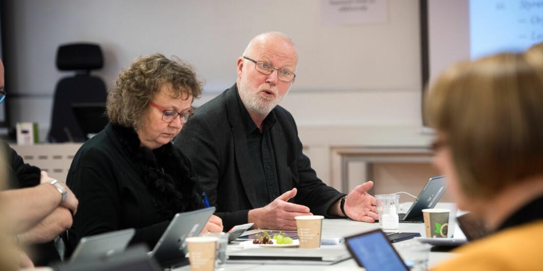 Her er professor Ragnar Audunson på styremøtet i 2014 der styret ved daværende Høgskolen i Oslo og Akershus vedtok å gå over fra valgt til ansatt rektor. Han stemte for. Den eneste som stemte imot var ansattrepresentant Tone Torgrismby (t.v.). Foto: Skjalg Bøhmer Vold