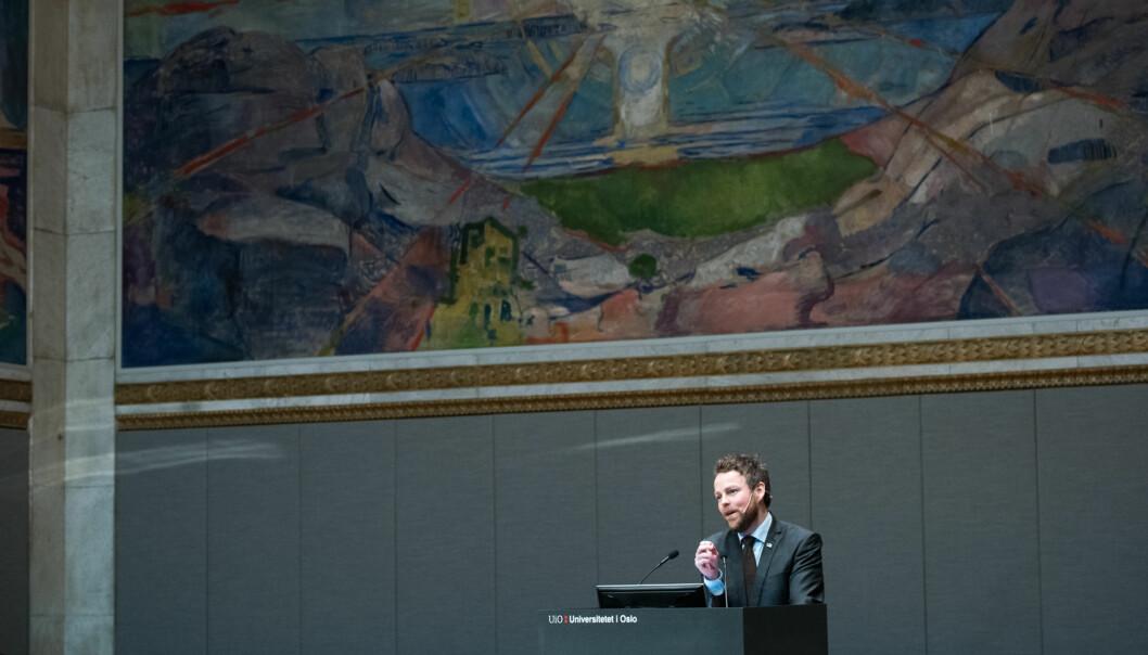 Kunnskapsminister Torbjørn Røe Isaksen varsler at nytteverdien av de humanistiske fagene blir et tema i stortingsmeldingen om humaniora, som kommer i2017. Foto: Skjalg Bøhmer Vold